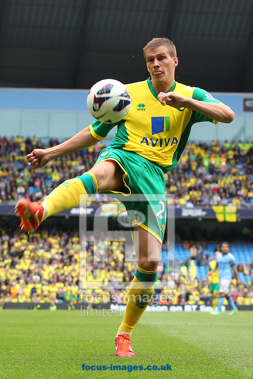 Picture by Paul Chesterton/Focus Images Ltd +44 7904 640267.Ryan Bennett of Norwich in action during the Barclays Premier League match at The Etihad Stadium, Manchester.