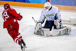 16-02-2018 KOR: Olympic Games day 7, PyeongChang<br /> Ice Hockey Russia (OAR) - Slovenia / goaltender Luka Gracnar #40 of Slovenia, forward Ilya Kablukov #29 of Olympic Athlete from Russia
