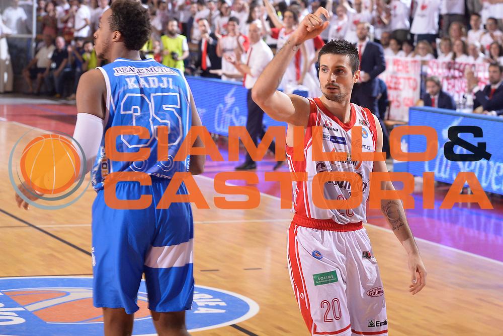 DESCRIZIONE : Reggio Emilia Lega A 2014-15 Grissin Bon Reggio Emilia - Banco di Sardegna Sassari playoff finale gara 7 <br /> GIOCATORE :Cinciarini Andrea<br /> CATEGORIA : Mani  Schema <br /> SQUADRA : GrissinBon Reggio Emilia<br /> EVENTO : LegaBasket Serie A Beko 2014/2015<br /> GARA : Grissin Bon Reggio Emilia - Banco di Sardegna Sassari playoff finale gara 7<br /> DATA : 26/06/2015 <br /> SPORT : Pallacanestro <br /> AUTORE : Agenzia Ciamillo-Castoria / Richard Morgano<br /> Galleria : Lega Basket A 2014-2015 Fotonotizia : Reggio Emilia Lega A 2014-15 Grissin Bon Reggio Emilia - Banco di Sardegna Sassari playoff finale gara7<br /> Predefinita :