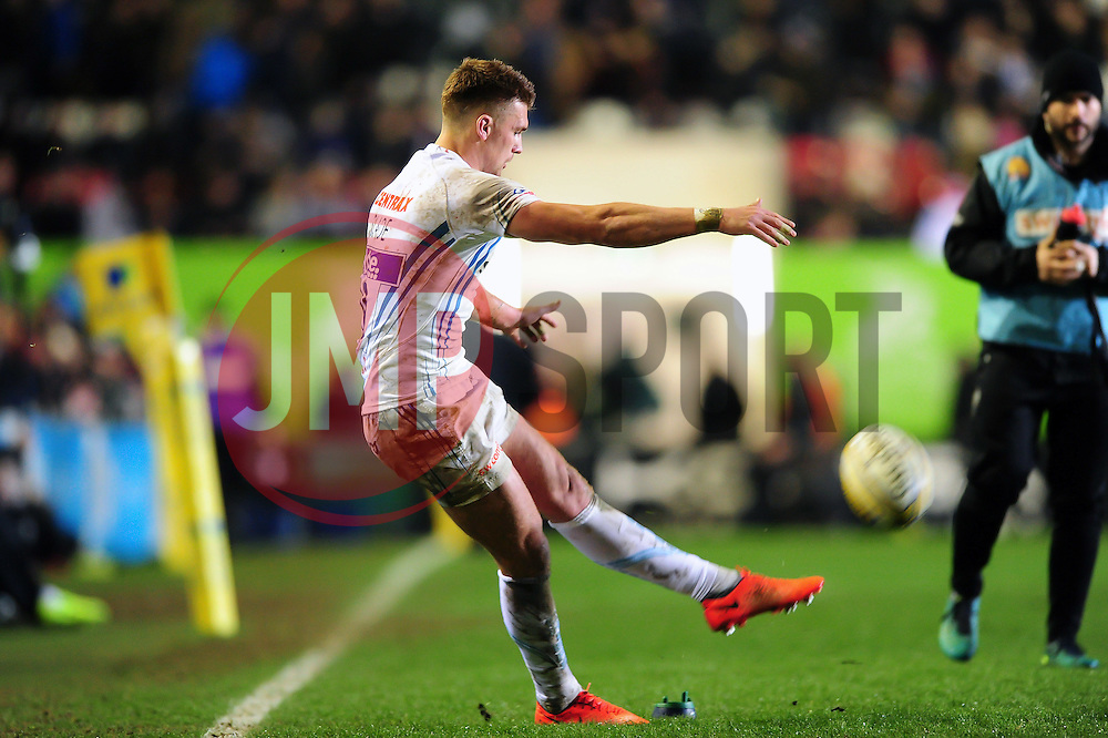 Henry Slade of Exeter Chiefs kicks for the posts - Mandatory byline: Patrick Khachfe/JMP - 07966 386802 - 03/03/2017 - RUGBY UNION - Welford Road - Leicester, England - Leicester Tigers v Exeter Chiefs - Aviva Premiership.