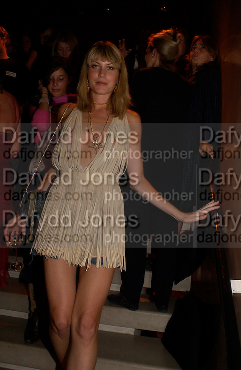 Meredith Ostron, Donna Karan Party to celebrate 20 Years  as a designer.  Showroom in New Bond St. 21 September 2004. DoSUPPLIED FOR ONE-TIME USE ONLY-DO NOT ARCHIVE. © Copyright Photograph by Dafydd Jones 66 Stockwell Park Rd. London SW9 0DA Tel 020 7733 0108 www.dafjones.com