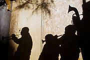 Una banda de musicos participa en la fiesta religiosa  de La Tirana, realizada en honor a la Virgen del Carmen en el pueblo de La Tirana, ubicado 1.773 kilómetros al noreste de Santiago (Chile). La Tirana, población que cuenta con 600 habitantes, recibe entre 200.000 y 250.000 visitantes durante la semana de celebraciones a la que asisten fieles provenientes de diversas partes de Chile, Perú y Bolivia.