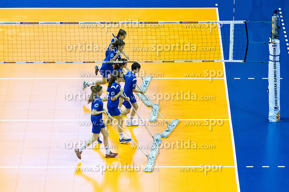 09.01.2016, Max Schmeling Halle, Berlin, GER, CEV Olympia Qualifikation, Deutschland vs Russland, im Bild Wischer // during 2016 CEV Volleyball European Olympic Qualification Match between Germany and Russia at the Max Schmeling Halle in Berlin, Germany on 2016/01/09. EXPA Pictures © 2016, PhotoCredit: EXPA/ Eibner-Pressefoto/ Wuechner<br /> <br /> *****ATTENTION - OUT of GER*****