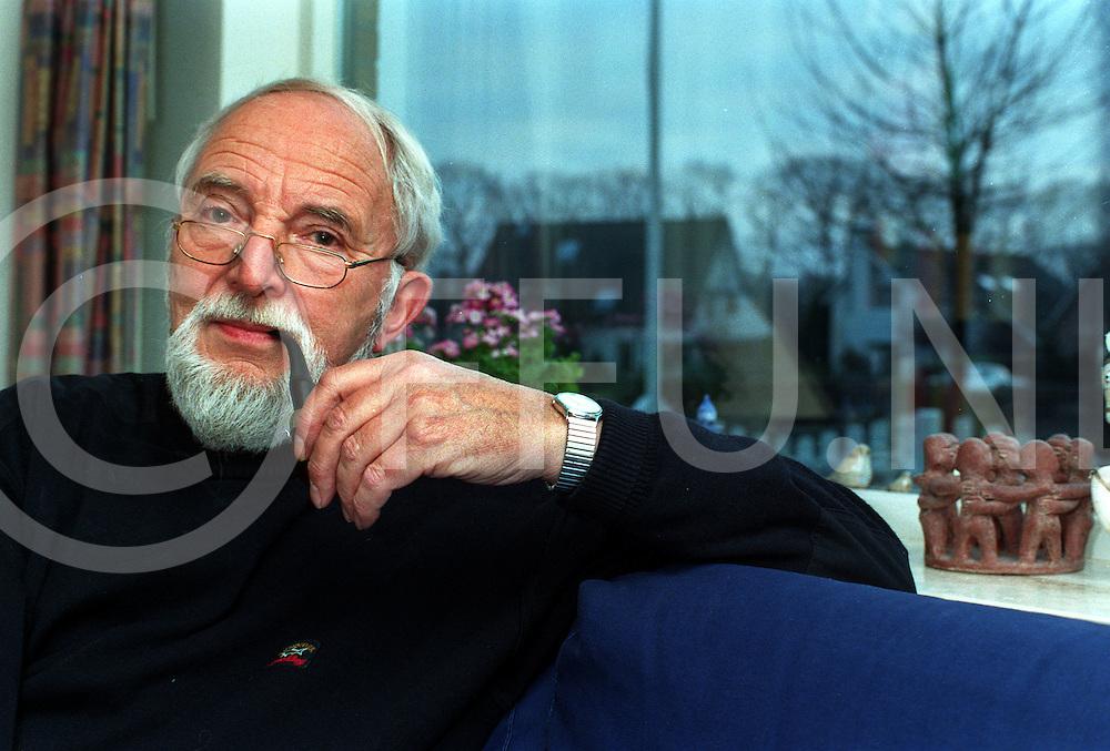 012997 heino ned.proffesor willem ter horst mening over kindermoorden....foto frank uijlenbroek©1997