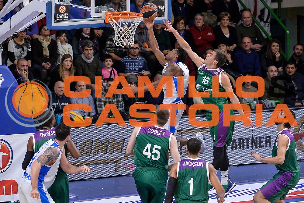 DESCRIZIONE : Eurolega Euroleague 2015/16 Gir.D Dinamo Banco di Sardegna Sassari - Unicaja Malaga<br /> GIOCATORE : MarQuez Haynes<br /> CATEGORIA : Tiro Penetrazione Sottomano Controcampo<br /> SQUADRA : Dinamo Banco di Sardegna Sassari<br /> EVENTO : Eurolega Euroleague 2015/2016<br /> GARA : Dinamo Banco di Sardegna Sassari - Unicaja Malaga<br /> DATA : 10/12/2015<br /> SPORT : Pallacanestro <br /> AUTORE : Agenzia Ciamillo-Castoria/L.Canu