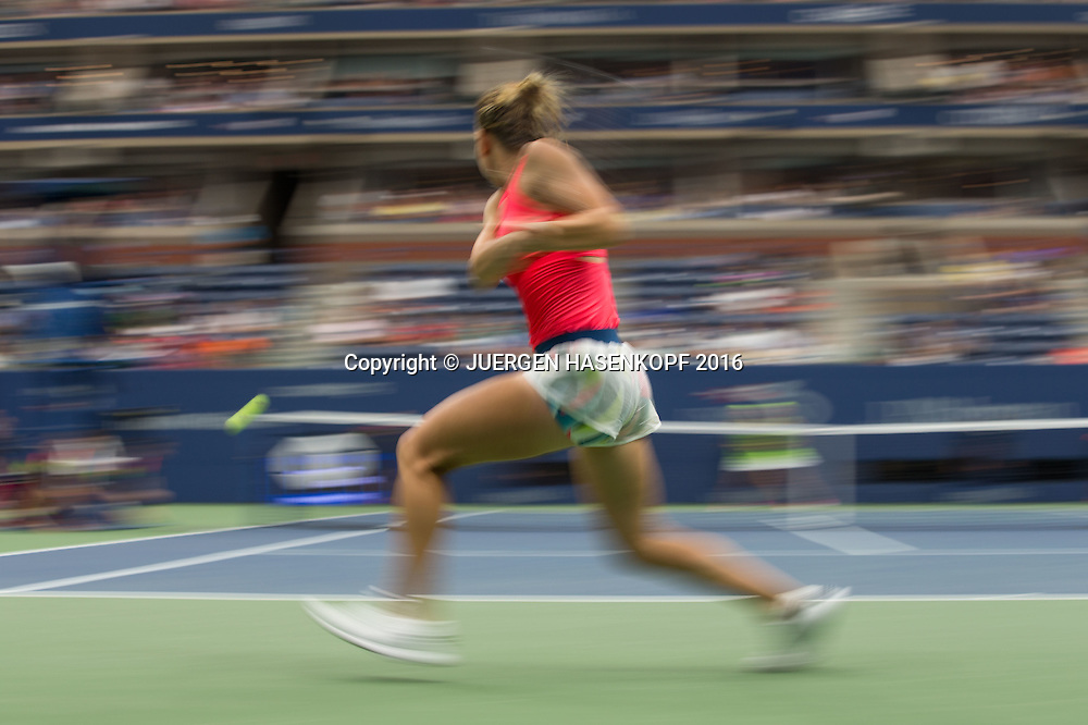SIMONA HALEP (ROU), Bewegungsunschaerfe,Mitzieher,<br /> <br /> <br /> Tennis - US Open 2016 - Grand Slam ITF / ATP / WTA -  USTA Billie Jean King National Tennis Center - New York - New York - USA  - 1 September 2016.