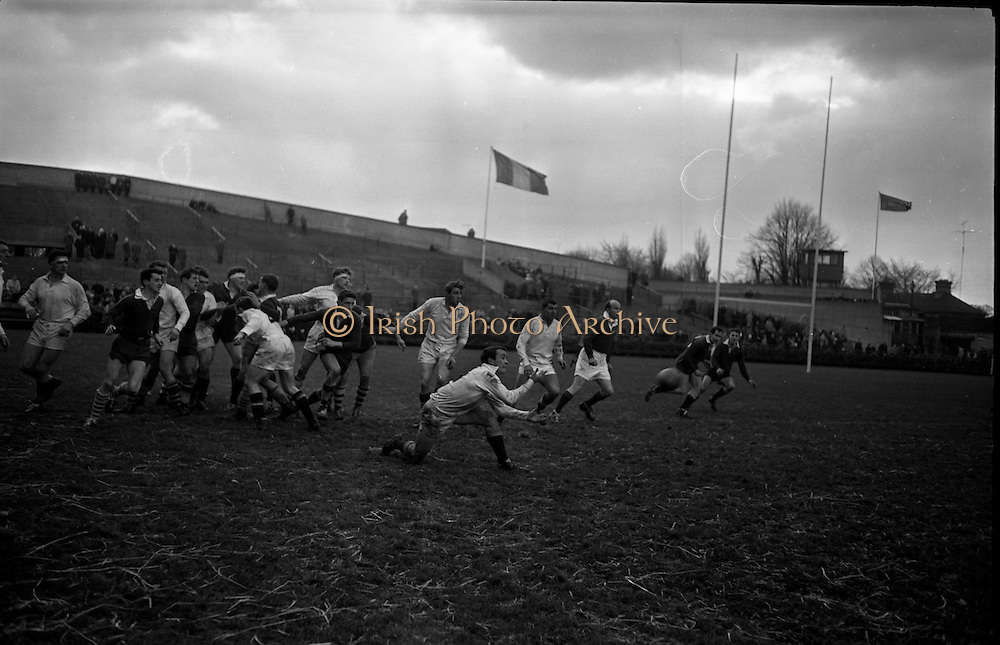 19/01/1963<br /> 01/19/1963<br /> 19 January 1963<br /> International Rugby Trials at Lansdowne Road, Dublin. Kelly passes out to backs.