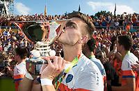 AMSTELVEEN -  Sander de Wijn (Ned) met de beker  na  de finale Belgie-Nederland (2-4) bij de Rabo EuroHockey Championships 2017.  COPYRIGHT KOEN SUYK