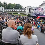 NLD/Soest/20180518 - 1e Voorstelling musical Elisabeth bij paleis Soestdijk, wachtend publiek