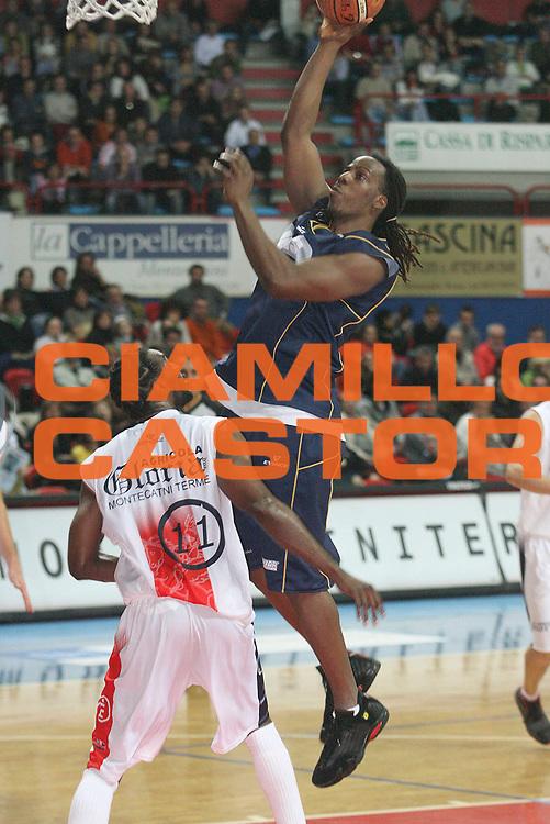 DESCRIZIONE : Montecatini Legadue 2006-07 Agricola Gloria Basket Rossoblu Montecatini Ignis Castelletto Ticino<br /> GIOCATORE : Wade<br /> SQUADRA : Ignis Castelletto Ticino<br /> EVENTO : Campionato Legadue 2006-2007<br /> GARA : Agricola Gloria Basket Rossoblu Montecatini Ignis Castelletto Ticino<br /> DATA : 17/12/2006<br /> CATEGORIA : Tiro<br /> SPORT : Pallacanestro<br /> AUTORE : Agenzia Ciamillo-Castoria/Stefano D'Errico