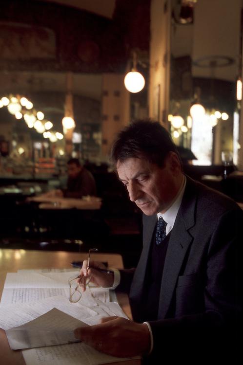04 DEC 1995 - Trieste - Claudio Magris, scrittore e germanista - Al Caffè San Marco  -  Italian writer Claudio Magris at Caffè San Marco.