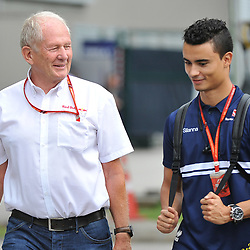 Helmut Marko of Red Bull Racing with Pascal Wehrlein, Sauber F1 Team.<br /> Day 3 of the 2017 Formula 1 Singapore airlines, Singapore Grand Prix, held at The Marina Bay street circuit, Singapore on the 16th September 2017.<br /> Wayne Neal | SportPix.org.uk