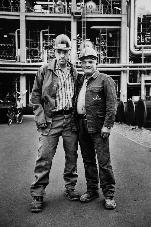 DEU Deutschland Germany Leuna  Schwarz-Weiss-Fotoserie: Arbeiter während der Instandsetzung der Total- Raffinerie in Leuna.