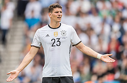 21.06.2016, Parc de Princes, Paris, FRA, UEFA Euro 2016, Nordirland vs Deutschland, Gruppe C, im Bild Mario Gomez (GER) // Mario Gomez (GER) during Group C match between Nothern Ireland and Germany of the UEFA EURO 2016 France at the Parc de Princes in Paris, France on 2016/06/21. EXPA Pictures © 2016, PhotoCredit: EXPA/ JFK