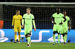 Kevin De Bruyne of Manchester City and his teammates look frustrated after conceding a second goal - Mandatory by-line: Robbie Stephenson/JMP - 06/04/2016 - FOOTBALL - Parc des Princes - Paris,  - Paris Saint-Germain v Manchester City - UEFA Champions League Quarter Finals First Leg