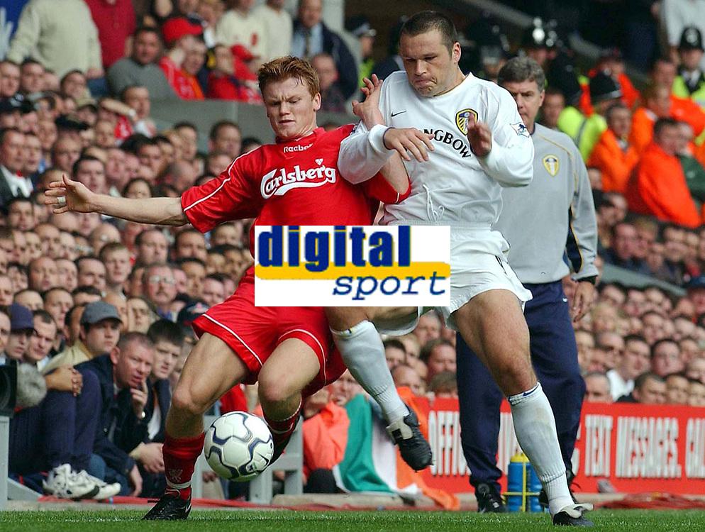 13.10.2001 Liverpool, GB,<br /> Premier League England, FC Liverpool - Leeds United, <br /> Liverpools MARK VIDUKA gegen Leeds JOHN ARNE RIISE.<br />  © Digitalsport
