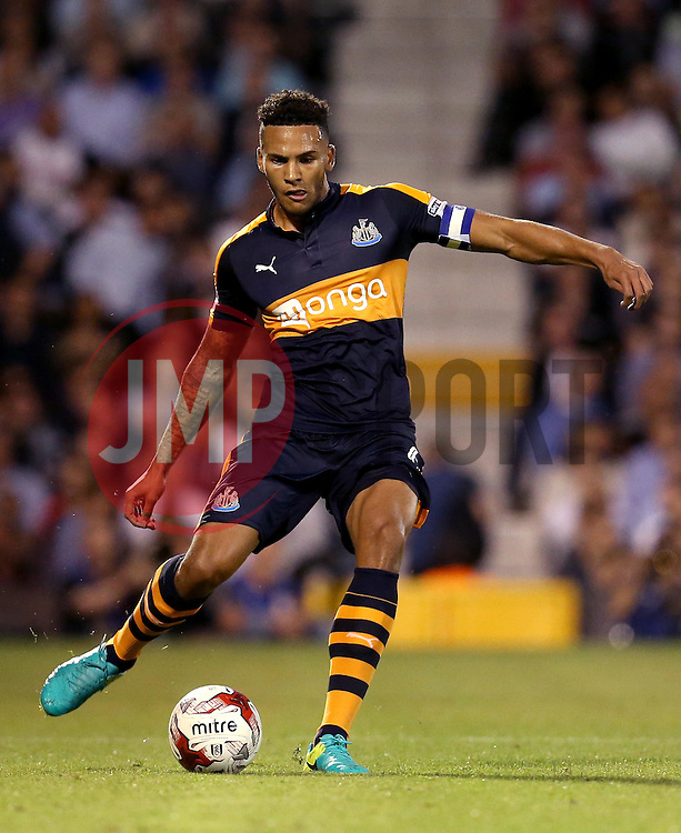 Jamaal Lascelles of Newcastle United passes the ball - Mandatory by-line: Robbie Stephenson/JMP - 05/08/2016 - FOOTBALL - Craven Cottage - Fulham, England - Fulham v Newcastle United - Sky Bet Championship