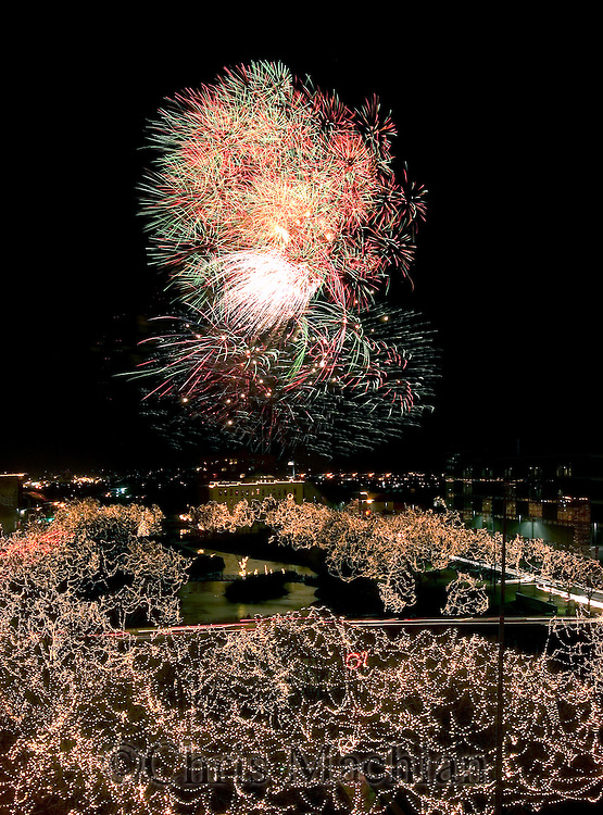 12/31/05  Omaha, NEThe holiday lights festival New Years Eve fireworks over downtown Omaha.. (photo by Chris Machian/Prarie Pixel Group)