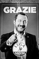 NAPOLI (NA) - 10 SETTEMBRE 2018: Un volantino di ringraziamento della Lega con Matteo Salvini prodotto dopo i risultati delle elezioni politiche 2018, a Napoli il 10 settembre 2018.