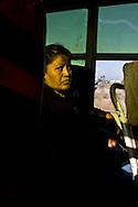 El miedo, el descontento y la atmosfera de inseguridad se ven reflejados en los rostros de los pasajeros.