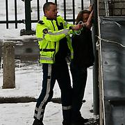 NLD/Huizen/20100210 - Politie Huizen bewaakt een huis waar een met een pistool gewapende man ingevlucht is