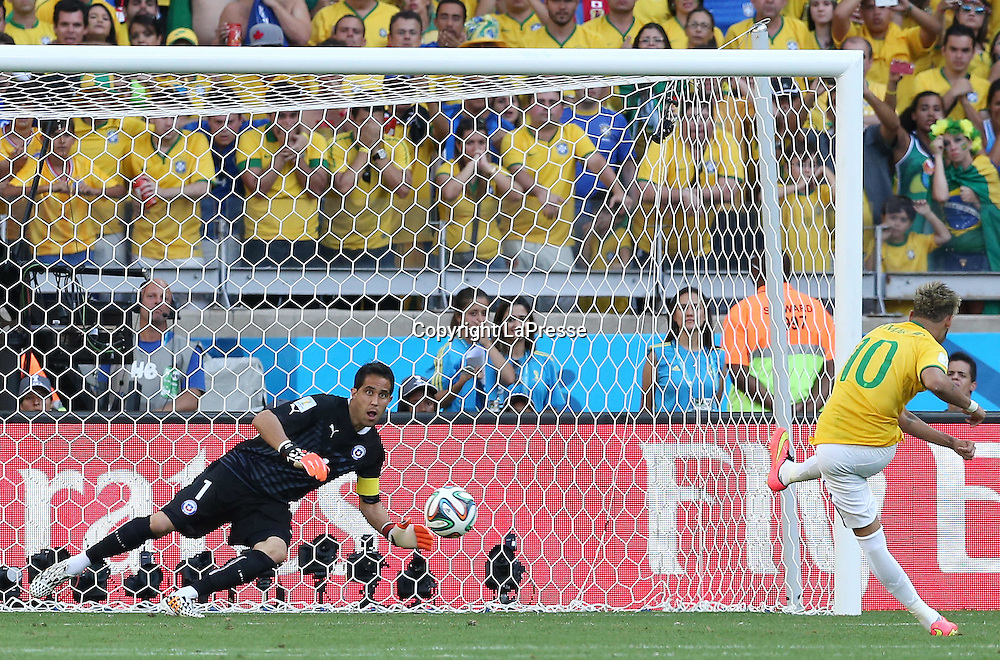 Foto Spada - LaPresse<br /> 28 06 2014 Stadio Minerao , Belo Horizonte (Brasile)<br /> sport calcio<br /> Mondiali di Calcio 2014 Brasile vs Cile <br /> nella foto: neymar<br /> <br /> Photo Spada - LaPresse<br /> 28 06 2014 Minerao Stadium, Belo Horizonte (Brazil)<br /> sport soccer<br /> Brazil World Cup 2014, Brazil vs Chile<br /> in the picture: neymar
