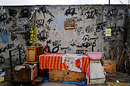 """A crack spot abandoned due to the arrival of the police, in the """"cracolândia"""" at the entrance of the Favela Jacarezinho, North Zone of Rio de Janeiro. Military police and social workers of the City looking for crack users in the early morning to take them to a selection center. Minors will be directed to detention rehab centers. ///  Une échoppe abandonée face à l'arrivée de la police, dans la """"cracolândia"""" à l'entrée de la Favela Jacarézinho, Zona Norte de Rio. La police militaire et les assistants sociaux de la Mairie recherchent les usagers de crack au petit matin, pour les emmener dans un centre de tri. Les mineurs seront dirigés vers des centres fermés."""
