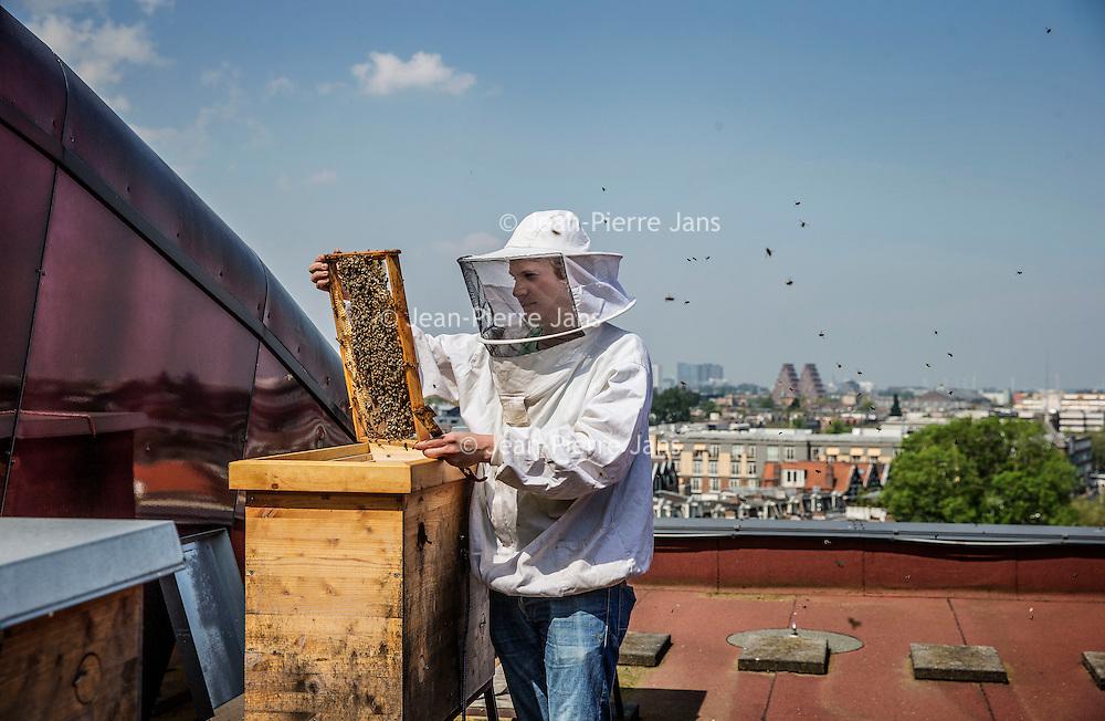 Nederland, Amsterdam, 11 mei 2016.<br /> Imker Jan Willem van den Heuvel met zijn bijen op het dak van de Stadsschouwburg.<br /> <br /> City beekeeper Jan Willem van den Heuvel with his bees on the roof of the theater Stadschouwburg in Amsterdam. <br /> <br /> Foto: Jean-Pierre Jans