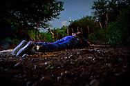 Un sujeto no identificado fue encontrado sin vida en una brecha que conduce al poblado los colgados a un km de la carretera Culiacan-Imala, la víctima presentaba huellas de tortura y se encontraba atado de manos, en el lugar de los hechos se localizaron varios casquillos 9mm como evidencia; peritos de la procuraduría del estado acudieron al lugar quienes ordenaron que el cuerpo fuera trasladado al servicio médico forense.