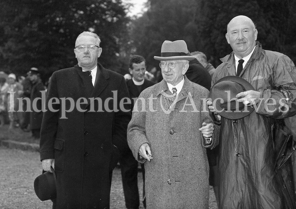 Presidentl Eisenhower at Mr S T O'Kelly residence Roundwood Co Wicklow, 23/08/1962. <br /> R3310 <br /> (Part of the Independent Newspapers Ireland/NLI Collection).