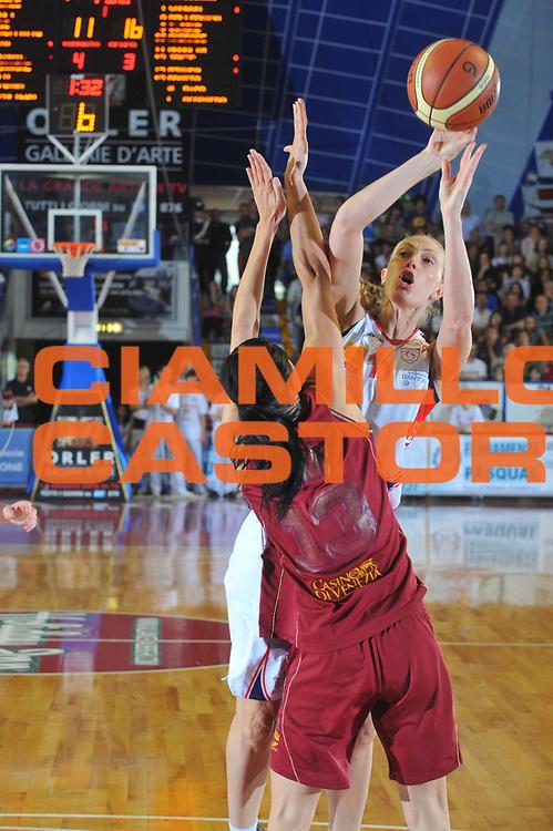 DESCRIZIONE : Venezia Lega A1 Femminile 2008-09 Play Off Finale Gara 4 Umana Reyer Venezia Cras Basket Taranto<br /> GIOCATORE : Karen David<br /> SQUADRA : Cras Basket Taranto<br /> EVENTO : Campionato Lega A1 Femminile 2008-2009<br /> GARA : Umana Reyer Venezia Cras Basket Taranto<br /> DATA : 10/05/2009<br /> CATEGORIA : Tiro<br /> SPORT : Pallacanestro<br /> AUTORE : Agenzia Ciamillo-Castoria/M.Gregolin