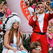 NLD/Amsterdam/20120804 - Canalparade tijdens de Gaypride 2012, BNN boot, zanger Jan Smit en Joan Franka