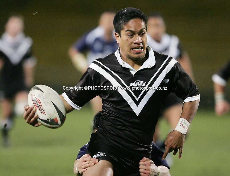 NZ Resident's Tui Samoaduring the Trans-Tasman Rugby League Cup match between the NZ Residents and the Jim Beam Cup Selection at Rotorua International Stadium, Rotorua, on Saturday 24 June 2006. NZ Residents won 38-10<br /> Photo: Brett O'Callaghan/PHOTOSPORT<br /> <br /> <br /> 240606