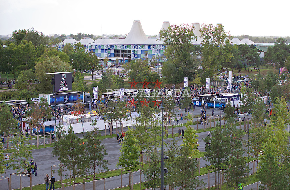 BORDEAUX, FRANCE - Thursday, September 17, 2015: A general view of the fan zone at the Nouveau Stade de Bordeaux ahead of the UEFA Europa League Group Stage Group B match between FC Girondins de Bordeaux and Liverpool. (Pic by David Rawcliffe/Propaganda)