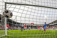 ALKMAAR - 19-03-2017, AZ - ADO Den Haag, AFAS Stadion, 4-0, AZ speler Dabney dos Santos Souza scoort hier de 2-0, doelpunt, ADO Den Haag keeper Robert Zwinkels.