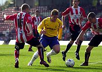 Photo: Charlie Crowhurst.<br />Brentford v Nottingham Forest. Coca Cola League 1. 14/04/2007. Forest's Kris Commons takes on the Brentford defence.