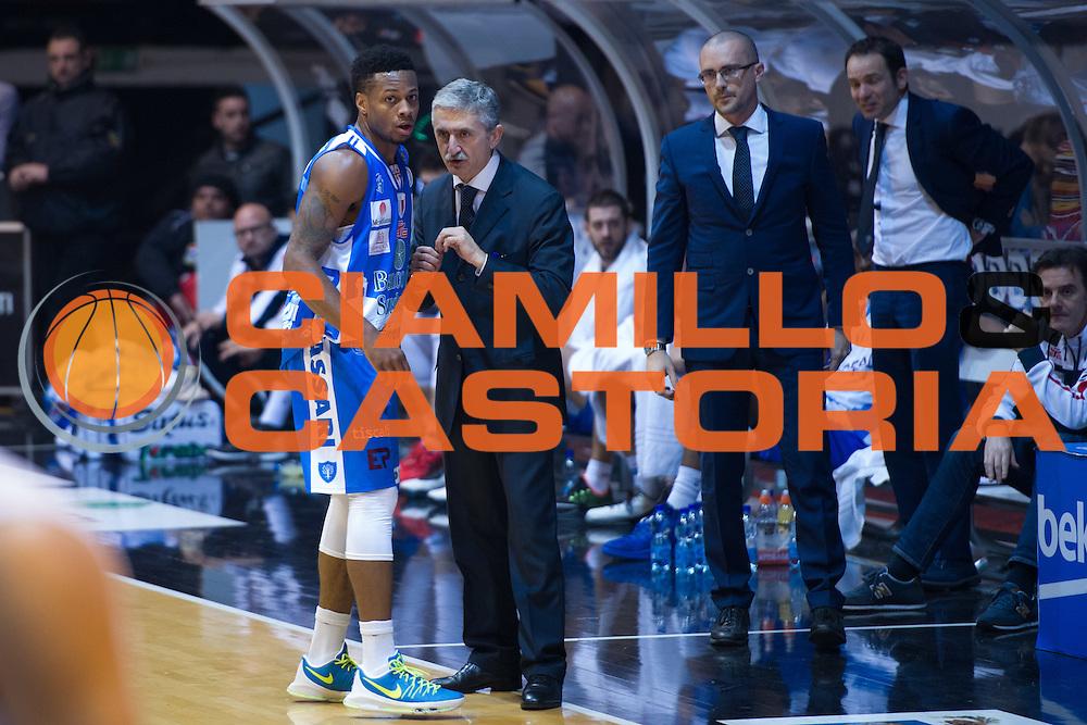 DESCRIZIONE : Caserta Lega A 2015-16 Pasta Reggia Caserta Banco di Sardegna Sassari<br /> GIOCATORE : Marco Calvani<br /> CATEGORIA : allenatore coach fair play<br /> SQUADRA : Banco di Sardegna Sassari<br /> EVENTO : Campionato Lega A 2015-2016<br /> GARA : Pasta Reggia Caserta Banco di Sardegna Sassari<br /> DATA : 13/12/2015<br /> SPORT : Pallacanestro <br /> AUTORE : Agenzia Ciamillo-Castoria/G.Masi<br /> Galleria : Lega Basket A 2015-2016<br /> Fotonotizia : Caserta Lega A 2015-16 Pasta Reggia Caserta Banco di Sardegna Sassari