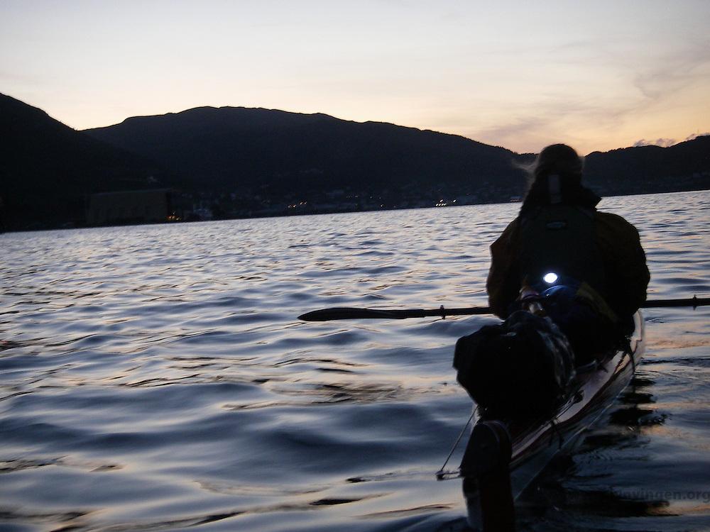Night kayaking in Ulvesundet - Nattpadling i Ulvesundet mellom Måløy og fastlandet, Sogn og Fjordane