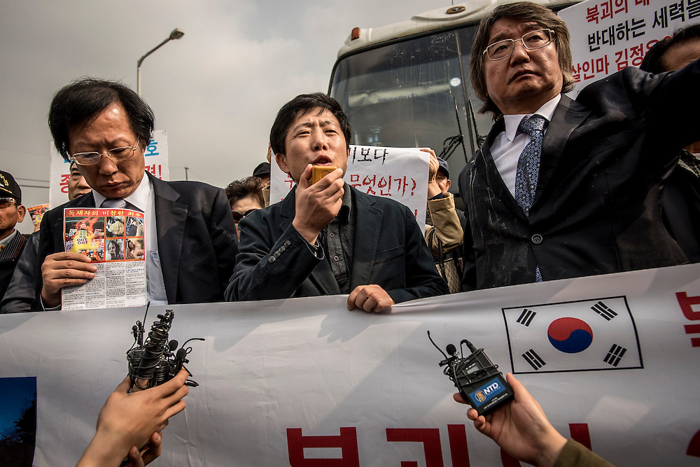 North Korean defector and anti-North activist Park Sang-hak (center).