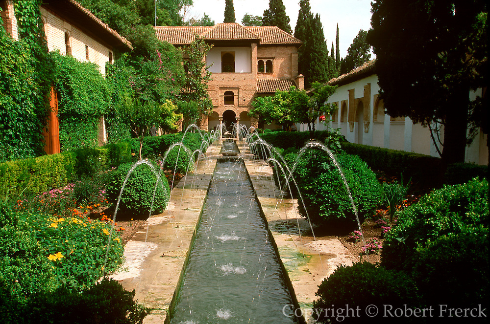 SPAIN, ANDALUSIA, GRANADA ALHAMBRA; gardens of the Generalife