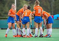 BLOEMENDAAL - teamoverleg  tijdens de oefenwedstrijd  dames  Bloemendaal-Pinoke.  COPYRIGHT KOEN SUYK