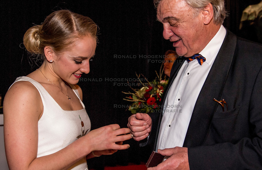 21-12-2016 NED: Sportgala NOC * NSF 2016, Amsterdam<br /> In de Amsterdamse RAI vindt het traditionele NOC NSF Sportgala weer plaats / Sanne Wevers Sportvrouw van het Jaar en Andre Bolhuis