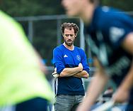 AMSTELVEEN - coach Jesse Mahieu (Pinoke) voor de wedstrijd.   Play Outs Hockey hoofdklasse. Pinoke-Nijmegen (1-1) . Pinoke wint de shoot outs en blijft in de hoofdklasse. COPYRIGHT KOEN SUYK