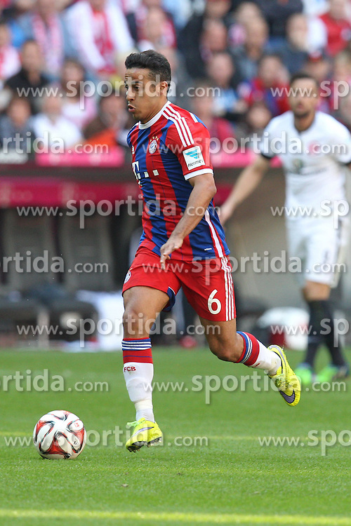 11.04.2015, Allianz Arena, Muenchen, GER, 1. FBL, FC Bayern Muenchen vs Eintracht Frankfurt, 28. Runde, im Bild Thiago Alcantara #6 (FC Bayern Muenchen) // during the German Bundesliga 28th round match between FC Bayern Munich and Eintracht Frankfurt at the Allianz Arena in Muenchen, Germany on 2015/04/11. EXPA Pictures &copy; 2015, PhotoCredit: EXPA/ Eibner-Pressefoto/ Kolbert<br /> <br /> *****ATTENTION - OUT of GER*****