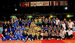 23-08-2009 VOLLEYBAL: WGP FINALS CEREMONY: TOKYO <br /> Brazilie wint de World Grand Prix 2009 / met oa. Thaisa Menezes, Marianne Steinbrecher, Danielle Lins, Fabiana de Oliveira, Fabiana Claudino en Sheilla Castro, links Rusland en rechts Duitsland dat de bronzen medaille won<br /> ©2009-WWW.FOTOHOOGENDOORN.NL