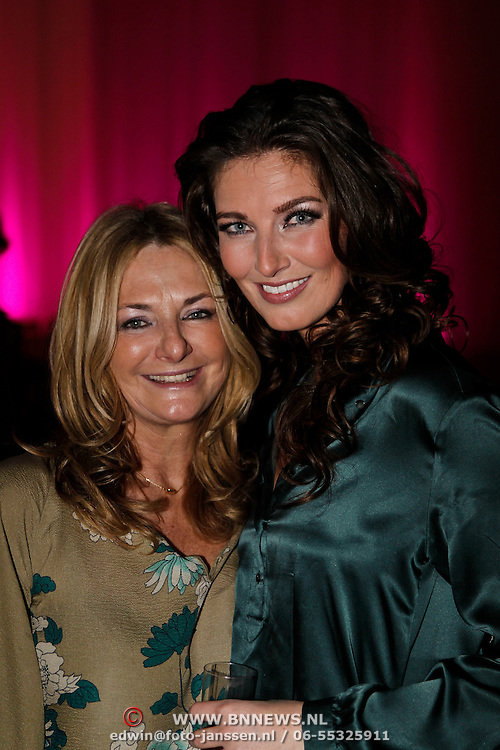 NLD/Amsterdam/20100301 - Modeshow Raak 2010, model Bibiane Bouquet en haar moeder
