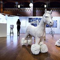 Nederland, Amsterdam , 23 december 2013.<br /> e negende editie van Art in Redlight (AiR9) vindt eind dit jaar plaats in de Beurs van Berlage. Het multidisciplinair kunstfestival biedt een podium aan design, beeldende kunst, muziek, fotografie, dans, video, lichtinstallaties en debat. AiR9 viert en verbindt de kunsten met in totaal ruim 200 eigenzinnige en talentvolle kunstenaars, artiesten en denkers.<br /> Op de foto: werk van kunstenares Xue Mu.<br /> <br /> Foto:Jean-Pierre Jans