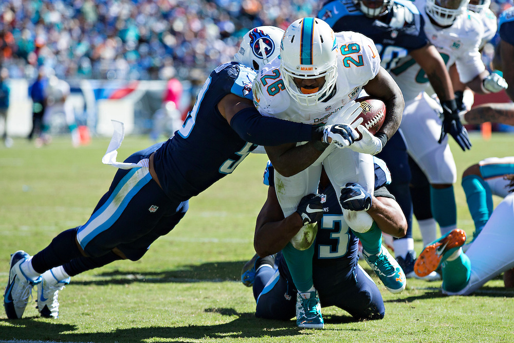 NASHVILLE, TN - OCTOBER 18:  Lamar Miller #26 of the Miami Dolphins rushes for a touchdown against the Tennessee Titans at LP Field on October 18, 2015 in Nashville, Tennessee.  The Dolphins defeated the Titans 38-10.  (Photo by Wesley Hitt/Getty Images) *** Local Caption *** Lamar Miller