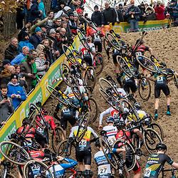 2018-11-24: Cycling: CX Worldcup: Koksijde: climbing the sands of Koskijde