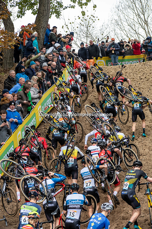 2018-11-24: Cycling: CX Worldcup: Koksijde: climbing the sands of Koskijde